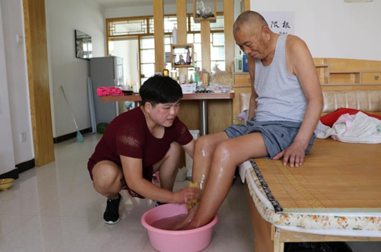 「网聚正能量 追梦太康人」张培育:82岁邻居偏瘫,主动接回家中照顾5个月