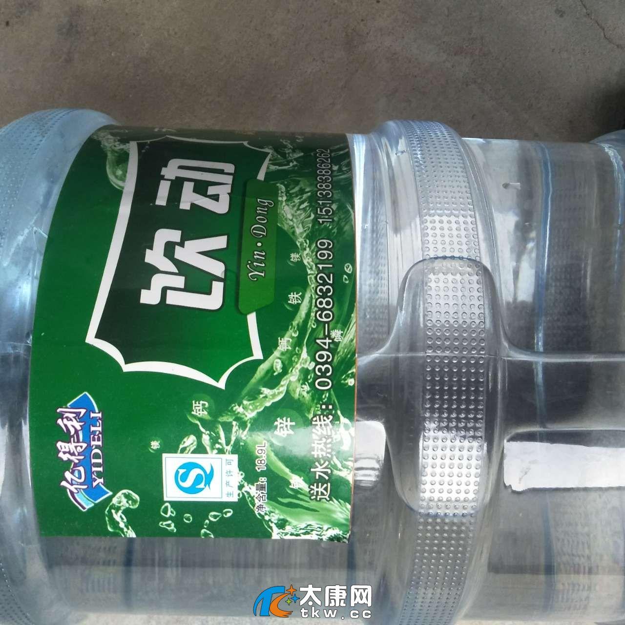 太康建设路这家大桶水千万小心不要在喝了,里面有好多脏东西和绿色