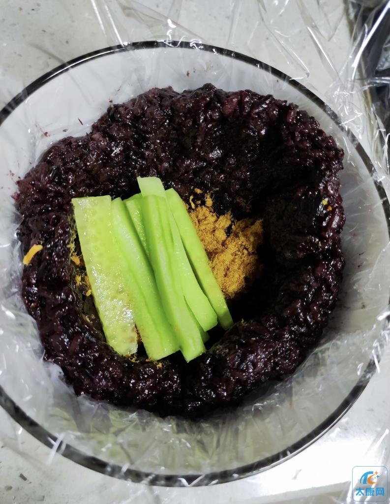 自己做的紫米芒果三明治,看看咋样